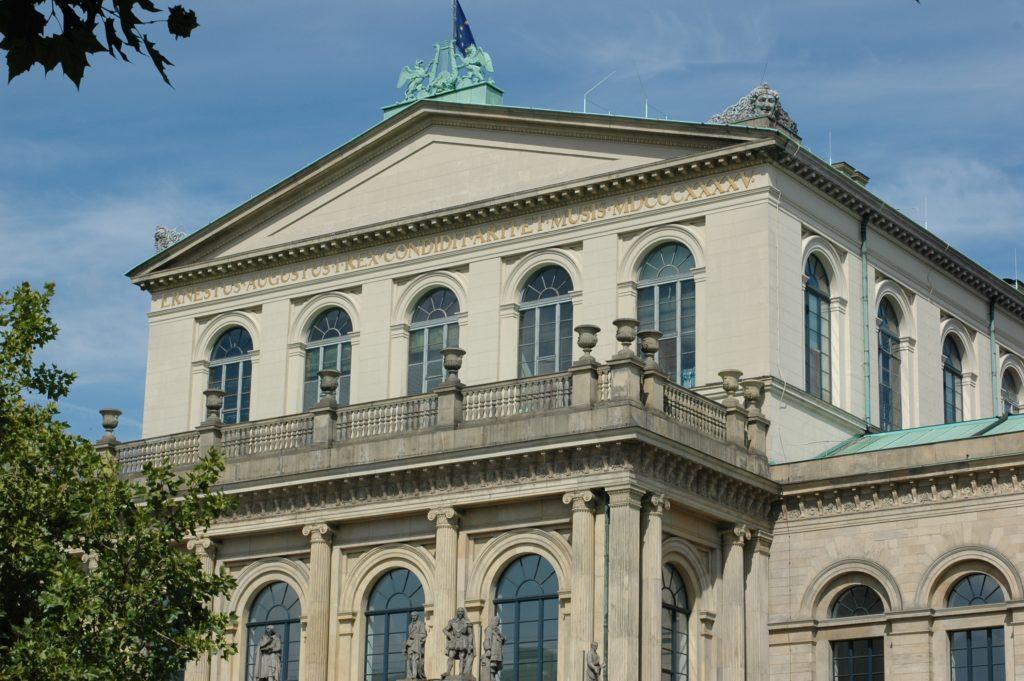 Das Opernhaus Hannover in der Georgstrasse gegenüber unserer Rechtsanwaltskanzlei